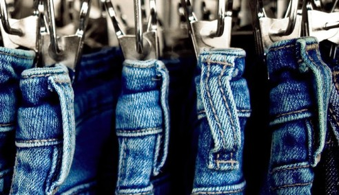 bigstock-close-up-of-jeans-on-a-rack-26059895-e1365904729797-693x400.jpg