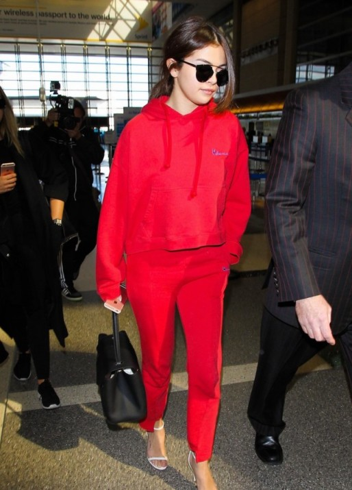 selena-gomez-red-sweat-suit-lax-02-640x891